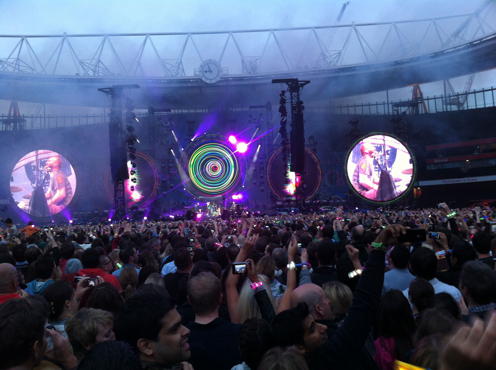 Coldplay's Mylo Xyloto stage